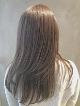 セピアグレージュ・サラツヤストレート|COLETTEのヘアスタイル