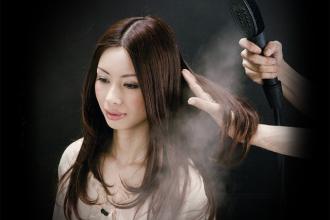 """ダメージを受けた髪のために癒しの""""ウォーターメニュー"""""""