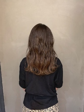 アッシュグレージュカラー|Atoroのヘアスタイル