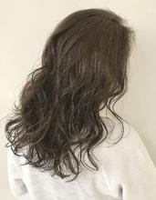 たっぷりハイライトグレージュカラー|Atoroのヘアスタイル