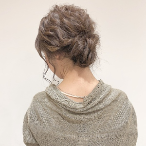 お呼ばれお団子ヘアセット|Atoroのヘアスタイル
