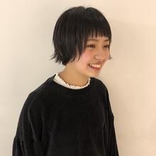 外ハネが絶妙なカジュアルショート|Atoroのヘアスタイル