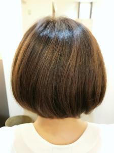 大人かわいい丸めショートボブ|SQUASHのヘアスタイル