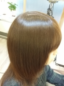 アッシュ系ツヤカラー|SQUASHのヘアスタイル