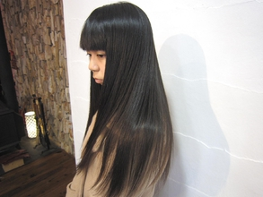 ツヤ髪ストレート エーカムサットのヘアスタイル