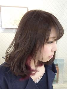 【アメ村 b:Ash】グレーアッシュ×インナーワインレッド hair b:Ashのヘアスタイル