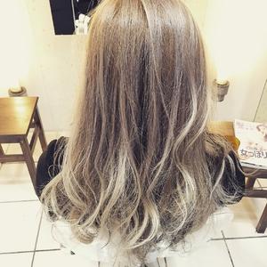 【アメ村 b:Ash】外国人風ホワイトアッシュ×ローライト hair b:Ashのヘアスタイル