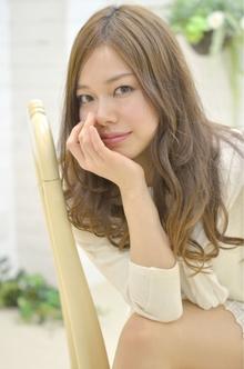 ☆sCene☆大人カッコイイゆるふわカール|sCene ESTのヘアスタイル