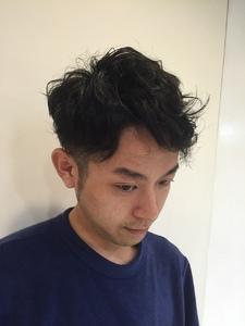 黒髪ナチュラルツーブロック|odd-jobs 庚午店のヘアスタイル