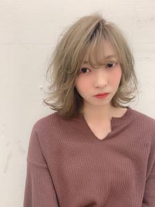ハイトーン×グレージュカラー|odd-jobs 緑井店のヘアスタイル