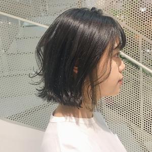 インナーカラー×切りっぱなしボブ|Hip's eyes 大宮店のヘアスタイル