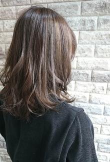 グレージュ・ハイライト・外ハネ・ミディ|Hip's deco 大宮店のヘアスタイル
