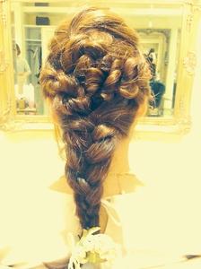 結婚式や二次会におすすめ編み込みアップ♪|Cia birthのヘアスタイル