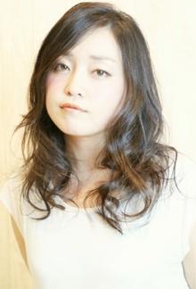 黒髪で大人可愛いエアウェーブ☆|Cia birthのヘアスタイル