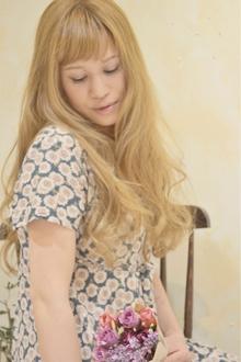 リラックス感ただようキュートな外国人風ロングスタイル!|Cia birthのヘアスタイル
