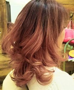 ピンクパールのグラデーションカラー NIDOL for hairのヘアスタイル