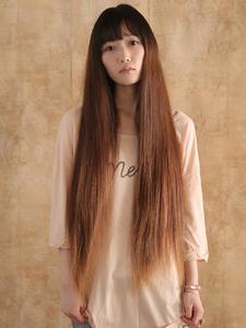 スーパーロングストレートで抜 群の存在感オリエンタルな美女|hair ARKS 上大岡店のヘアスタイル