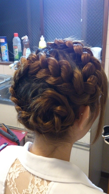 編み込み&お花 COVOのヘアスタイル