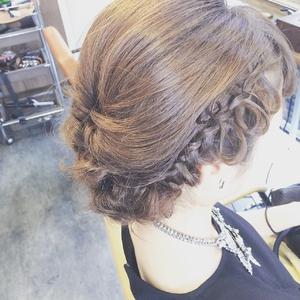 編み込みリボンルーズアップ|Ricca hairのヘアスタイル