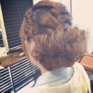 大人可愛い編み込みサイドアップ|Ricca hairのヘアスタイル
