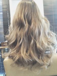 外国人風スモーキーグレージュ!グラデーション&ハイライト Ricca hairのヘアスタイル