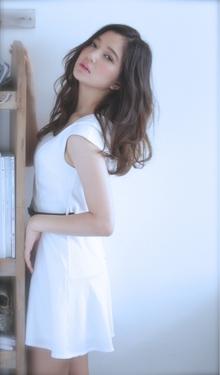 清楚な女性の中に色気のあるルーズウェーブスタイル☆|hair lounge ohanaのヘアスタイル