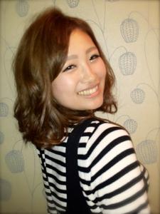 ゆれふわ♪振り向きミディー|Favorite Hair Produce Fitのヘアスタイル