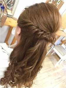 ねじりの美人くびれハーフアップ|Hair&Make ZEN 横浜店のヘアスタイル