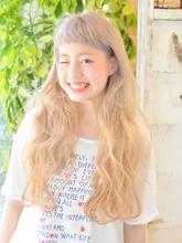 【カット×外国人風Wカラー】海から上がった後のような外国人風スタイル|ЯeML for hairのヘアスタイル
