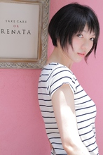 短めバングに浮遊感のある小顔愛されショートボブ|TAKE CARE OR RENATAのヘアスタイル
