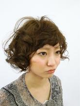 外国人の子どものような無造作カーリーボブ|Magico 花岡 真千子のヘアスタイル