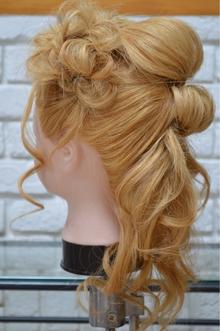 凛とした雰囲気にお花のコサージュで甘さを出す|EVAH FACEのヘアスタイル