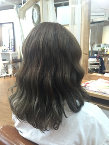 グレーアッシュ|Growのヘアスタイル