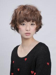 フェザーショート|HAIR HACHIのヘアスタイル
