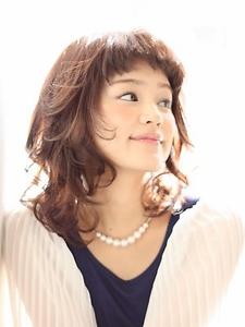 横顔もかわいいミディアム☆|Lewinのヘアスタイル