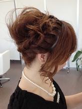 あみこみ+ふんわりカールアップスタイル|macro hairのヘアスタイル