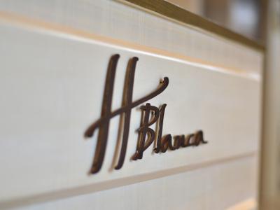 H Blanca -Nail-