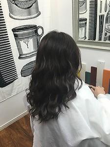 ダークアッシュカラー人気の外国人風巻き髪スタイル|Beauty Studio CRAFT 目白のヘアスタイル