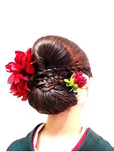 編みこみポイントモードシニヨン|Anti basicのヘアスタイル