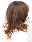 グラデカラーで毛先の重さを感じさせない毛先カールスタイル