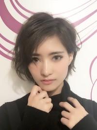 モデルMakiさんダークグレージュショートヘア