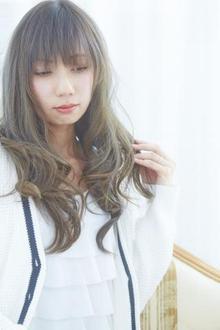 ハイトーンアッシュカラー☆愛されふんわりールセミロング|LAVIERE by R-EVOLUTのヘアスタイル