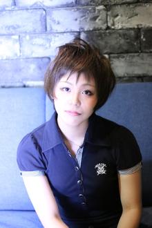 透明感プラチナアッシュカラー ☆ひし形カジュアルショート☆|LAVIERE by R-EVOLUTのヘアスタイル