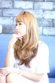 ☆ペールベージュカラーと無造作カールで大人可愛いロングヘア☆|LAVIERE by R-EVOLUTのヘアスタイル