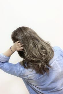 【LAVIERE】グレージュ サンキスハイライト 西村|LAVIERE by R-EVOLUTのヘアスタイル