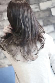 【LAVIERE】インナーカラー ホワイト 西村|LAVIERE by R-EVOLUTのヘアスタイル