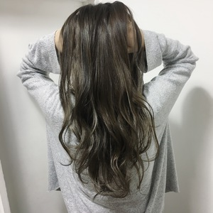 【LAVIERE】グレージュ×ハイライト|LAVIERE by R-EVOLUTのヘアスタイル