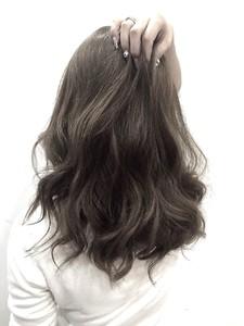 【LILY】透明感ある人気のグレージュ|LILY SHINSAIBASHIのヘアスタイル