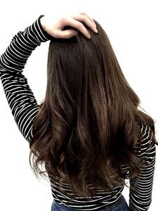 【LILY】赤みを消したツヤカラー|LILY SHINSAIBASHIのヘアスタイル