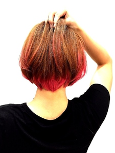 【LILY】コーラルピンク→デーモンレッド ショートボブ☆|LILY SHINSAIBASHIのヘアスタイル